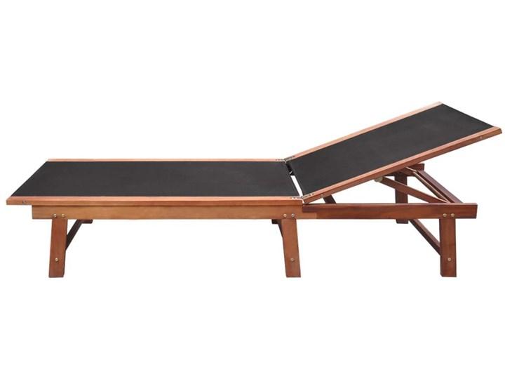 vidaXL Leżaki ze stolikiem, 2 szt., lite drewno akacjowe i textilene Z regulowanym oparciem Kolor Brązowy Kategoria Leżaki ogrodowe