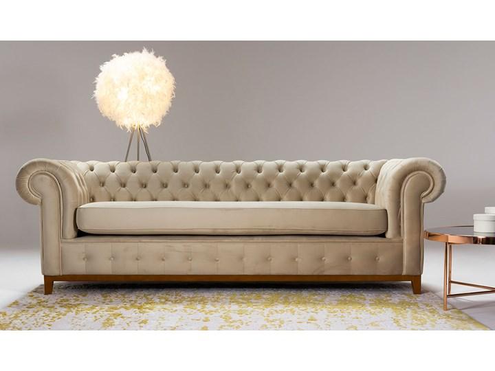 Sofa trzyosobowa Chesterfield Grand Nóżki Na nóżkach Kolor Beżowy