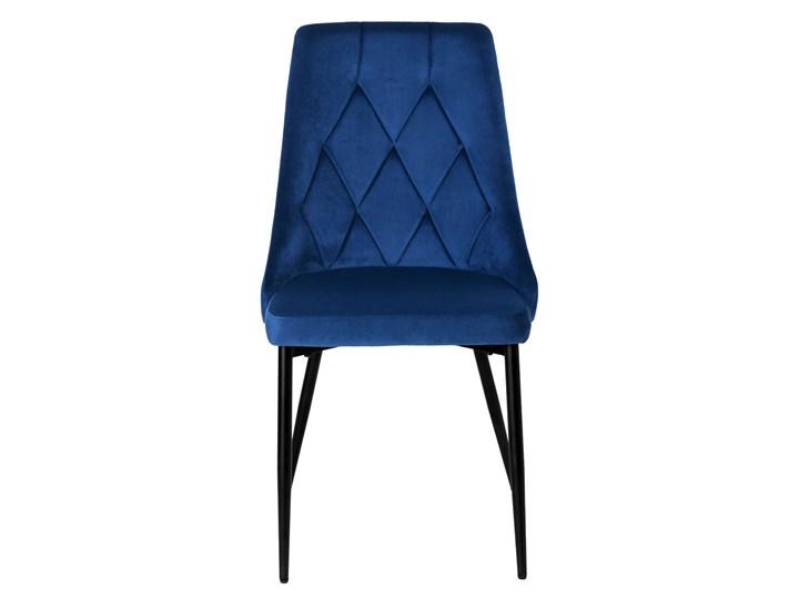 Krzesło tapicerowane Lincoln Velvet granatowy Wysokość 43 cm Wysokość 92 cm Tworzywo sztuczne Krzesło inspirowane Skóra Wysokość 47 cm Głębokość 45 cm Metal Szerokość 38 cm Tkanina Welur Styl Glamour Wysokość 38 cm Pomieszczenie Salon