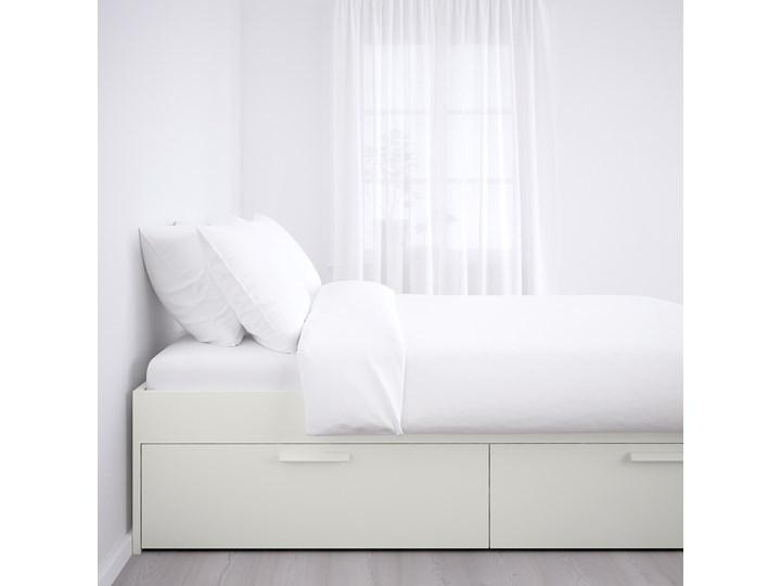 IKEA BRIMNES Rama łóżka z szufladami, biały/Lönset, 180x200 cm Kategoria Łóżka do sypialni Łóżko drewniane Tkanina Pojemnik na pościel Z pojemnikiem