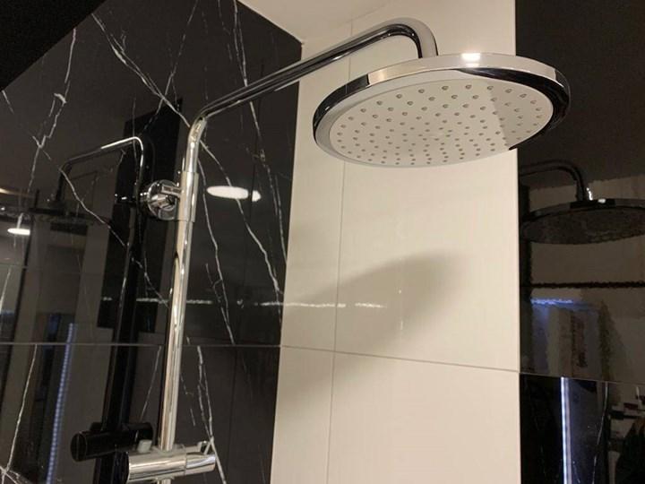 Natryskowa kolumna prysznicowa Corsan Klar Fiber CMN002 biała Wyposażenie Z słuchawką Wyposażenie Z baterią