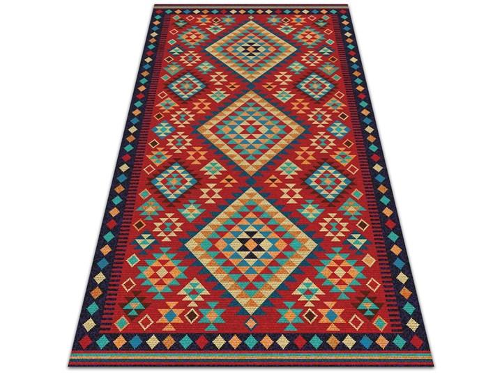 Piękny dywan zewnętrzny Kolorowe trójkąty retro