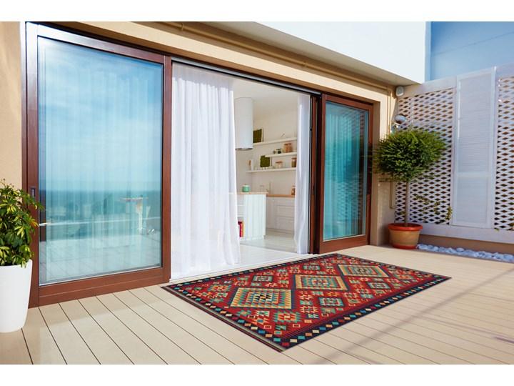 Piękny dywan zewnętrzny Kolorowe trójkąty retro Prostokątny Winyl 60x90 cm Pomieszczenie Balkon i taras 80x120 cm Dywany Kolor Czerwony