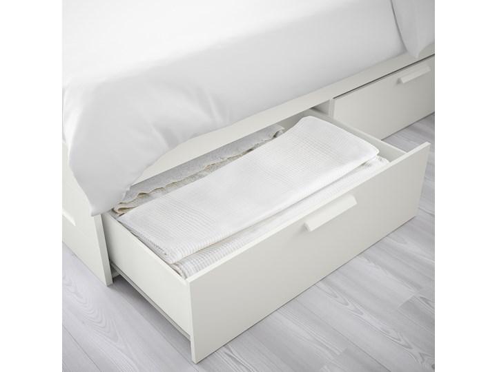 IKEA BRIMNES Rama łóżka z szufladami, biały, 140x200 cm Kategoria Łóżka do sypialni Łóżko drewniane Tkanina Pojemnik na pościel Z pojemnikiem