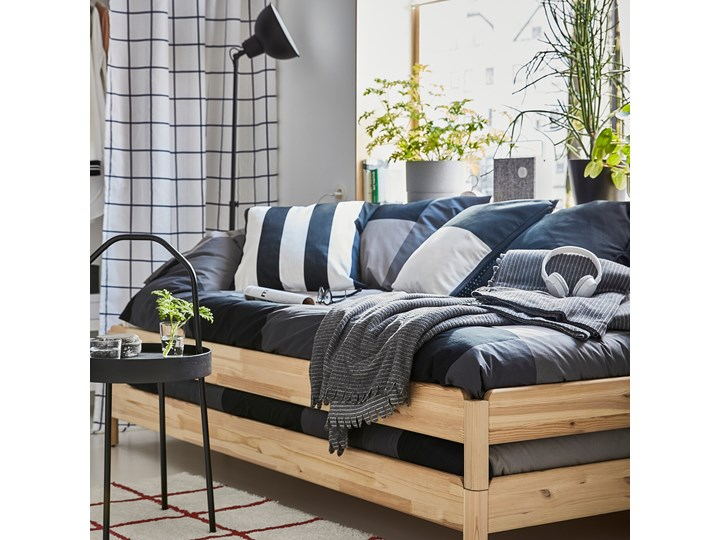IKEA UTÅKER Łóżko sztaplowane, sosna, 80x200 cm Kolor Beżowy Drewno Podwójne Kategoria Łóżka dla dzieci