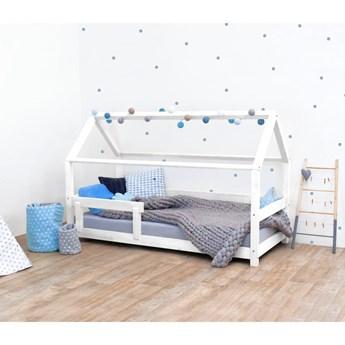 Białe łóżko dziecięce z bokami z naturalnego drewna świerkowego Benlemi Tery, 80x180 cm