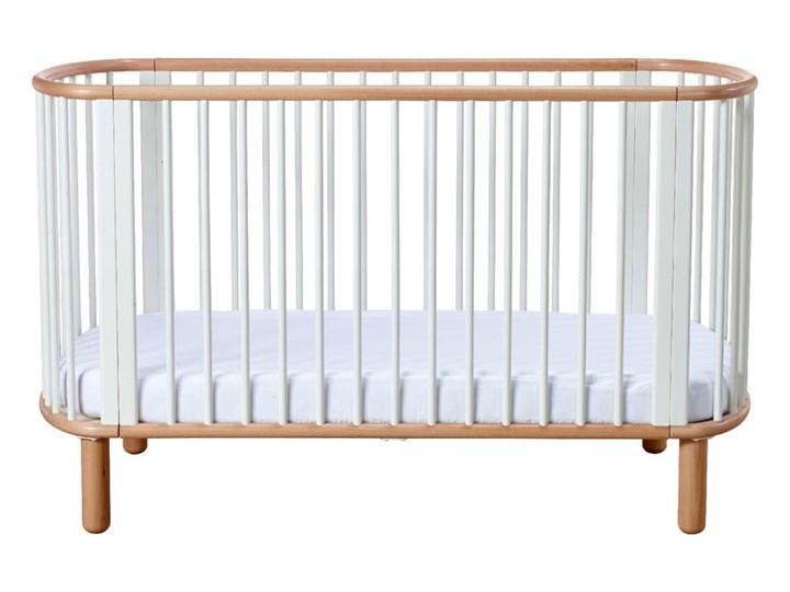 Białe łóżeczko dziecięce z drewna bukowego Flexa Baby, 70x140 cm Drewno Łóżeczka drewniane Kategoria