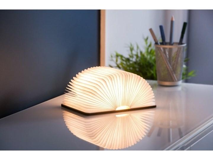 Ciemnobrązowa lampka stołowa LED z drewna orzechowego w kształcie książki Gingko Booklight Kategoria Lampy stołowe Lampa dekoracyjna Kolor Beżowy