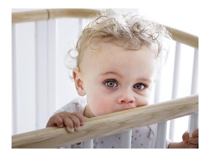 Białe łóżeczko dziecięce z drewna bukowego Flexa Baby, 70x140 cm Kategoria Łóżeczka drewniane Drewno Kolor Biały